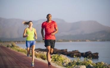 Fråga ASICS: Behöver du ändra inställning till löpträningen i sommar?