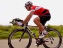 Wiggles Richard Pearman cyklar på en racercykel